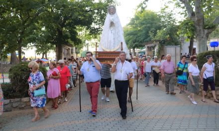 La Virgen de las Nieves se pasea entre decenas de fieles