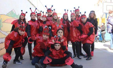"""Los escolares de San Vicente de Paúl """"bucean"""" por las calles de Rioseco"""