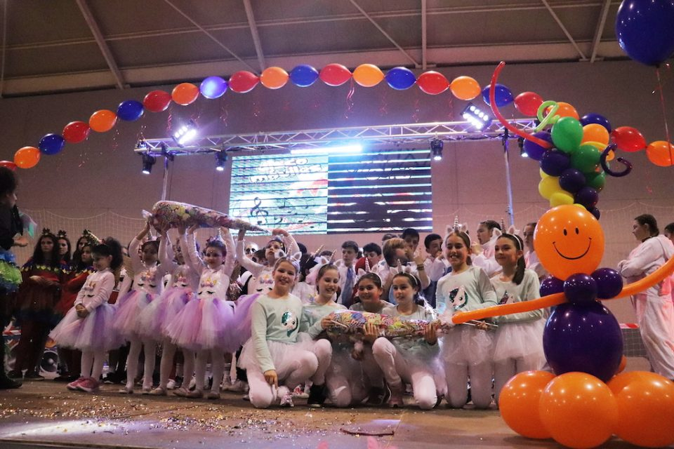 Medio millar de niños y niñas participan en el baile infantil de Carnaval