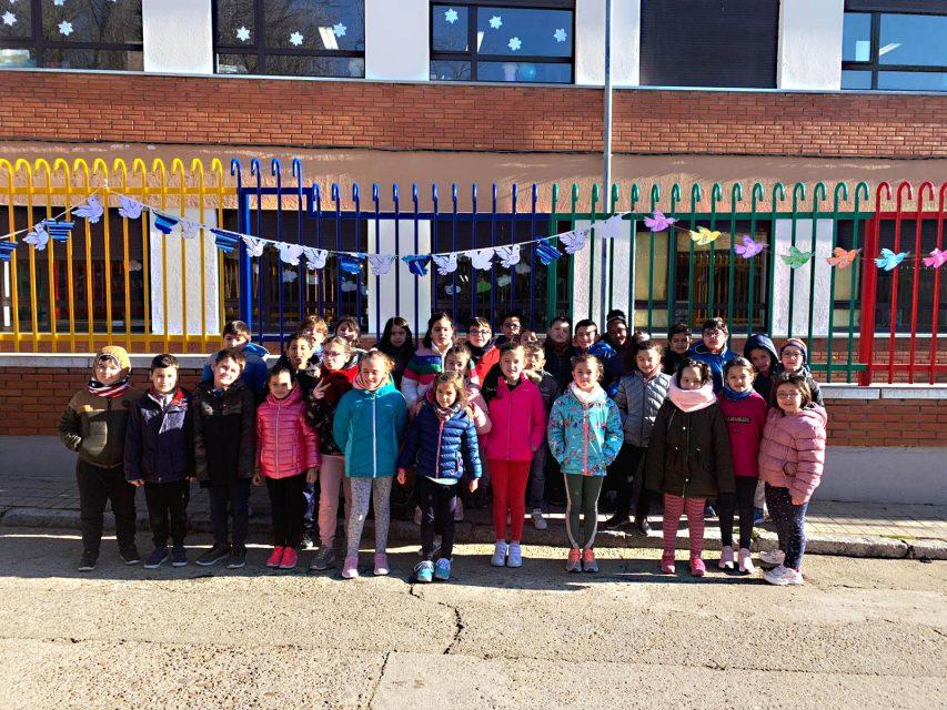 Escolares de Campos Góticos celebran un canto a la paz