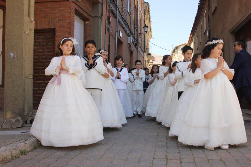 El Arzobispado de Valladolid suspende las comuniones en mayo y junio, que podrían celebrarse en septiembre
