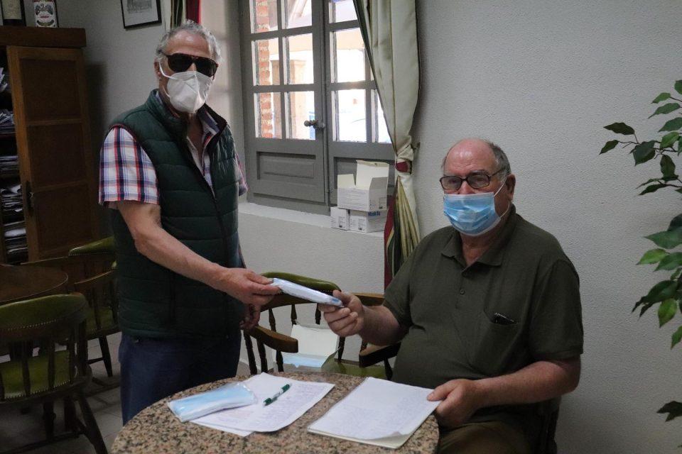 La Asociación Rúa Mayor reparte 2.150 mascarillas entre sus socios