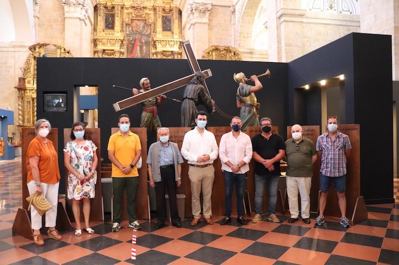 La hermandad de Jesús Nazareno de Santiago y la Santa Verónica dona ocho estaciones higiénicas a Rioseco