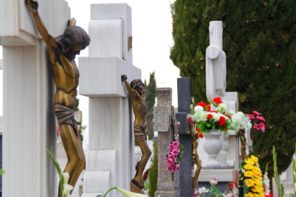 La Junta regula accesos y aforos en los cementerios, con motivo de la próxima celebración del día Todos los Santos
