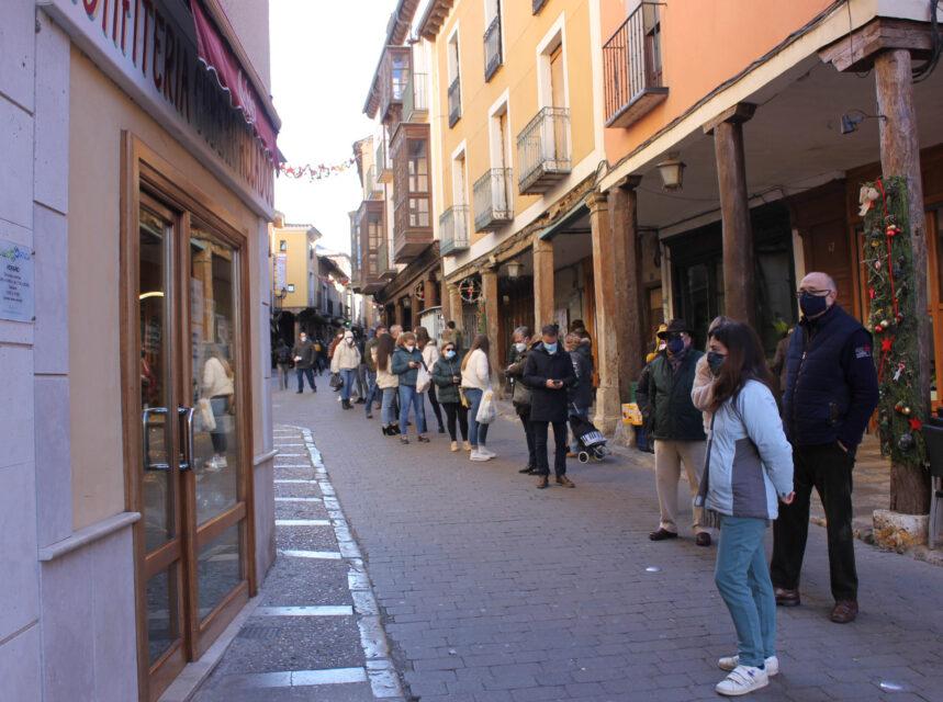 Ganas de roscón y largas colas en Medina de Rioseco