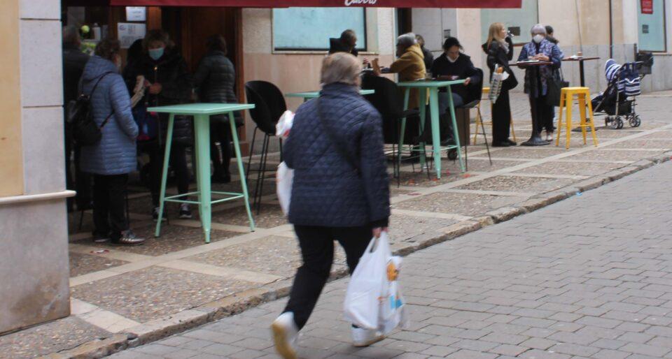 El Ayuntamiento de Medina de Rioseco aprueba la exención fiscal en la tasa de terrazas para ayudar al sector de hostelería local a paliar los efectos de la crisis económica de la pandemia.
