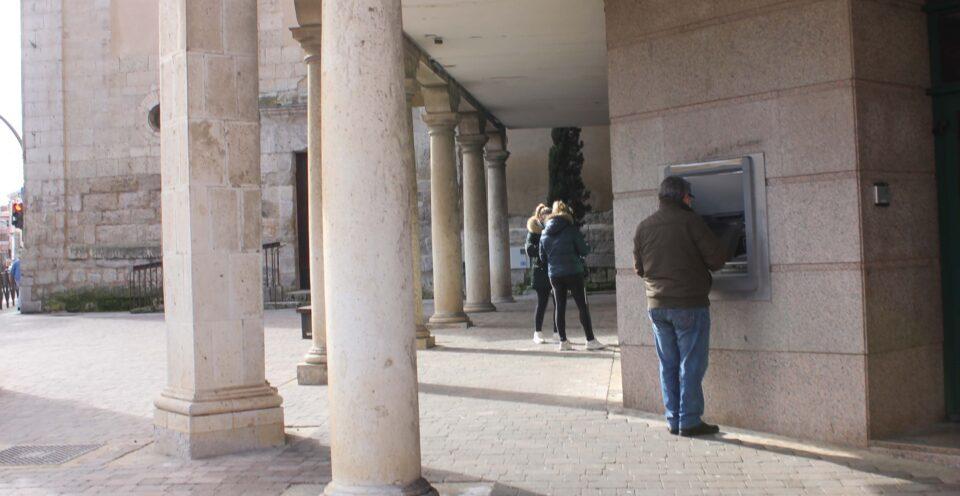 La Diputación avanza en las gestiones para dar un servicio bancario itinerante a los municipios de la provincia