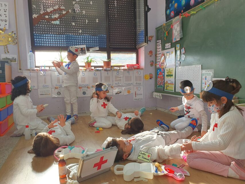 El alumnado de C.R.A. Campos góticos se disfraza como los héroes de 2020