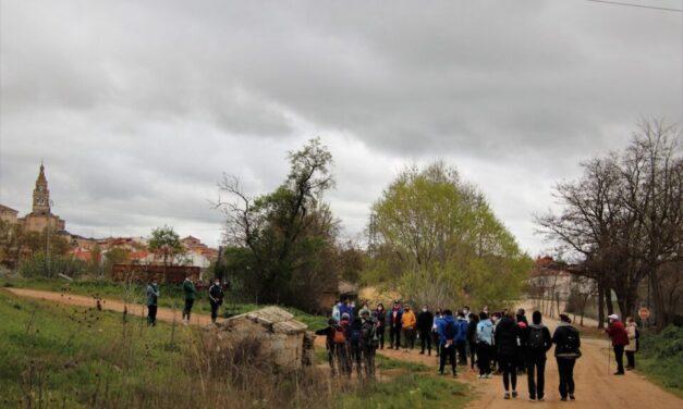 Medio centenar de personas participan en la marcha 'Los Olivos y las Fuentes'
