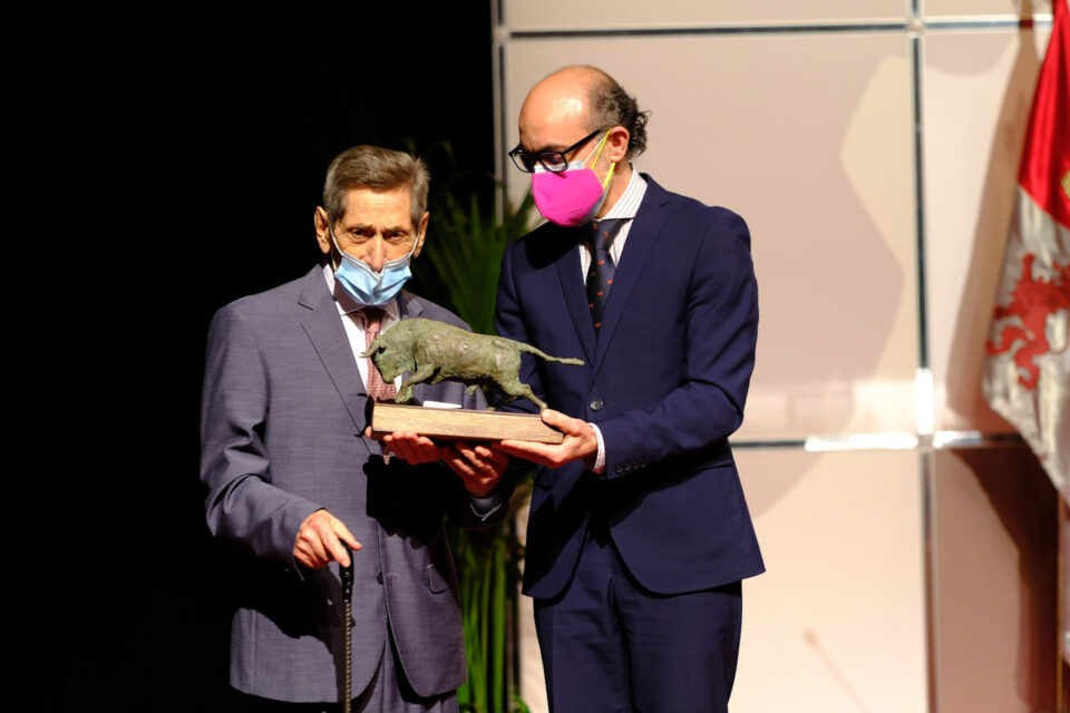 Merecido homenaje a la brillante trayectoria de Andrés Vázquez