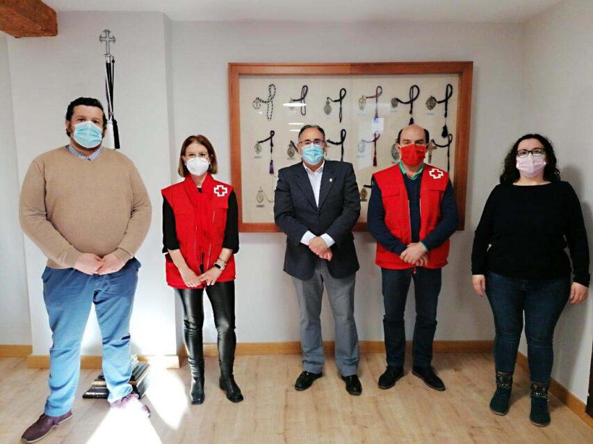 La Junta de Semana Santa de Rioseco hace entrega a la Asamblea Local de Cruz Roja la cantidad de 1.200 euros en concepto de lo recaudado con la venta de las balconeras