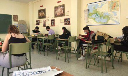 Alumnado de IES Tierra de Campos conmemoran el Día de Europa