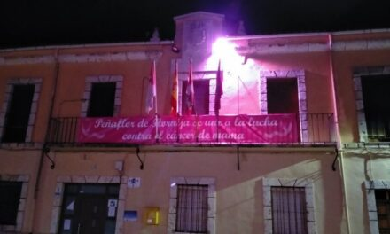 Diferentes lugares de Campos y Torozos se tiñen de rosa contra el Cáncer de Mama